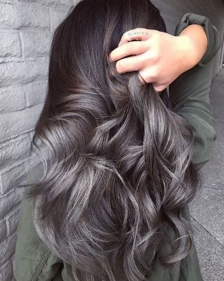 We think @glamiris served up serious hair envy with this stormy hair and silver highlights