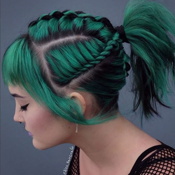 We love the attention to detail on this green rope braid style.