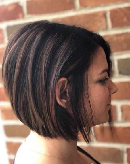 Even on shorter lengths, brunette tones can look stunning and give shape.