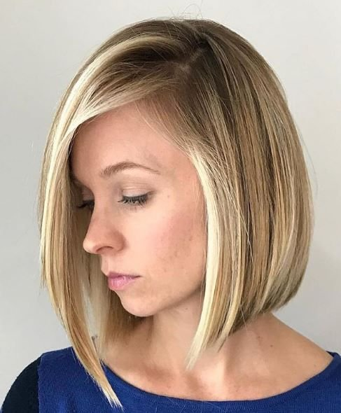 This perfectly rounded lob creates a flattering shape to the face and brightens up the entire look.