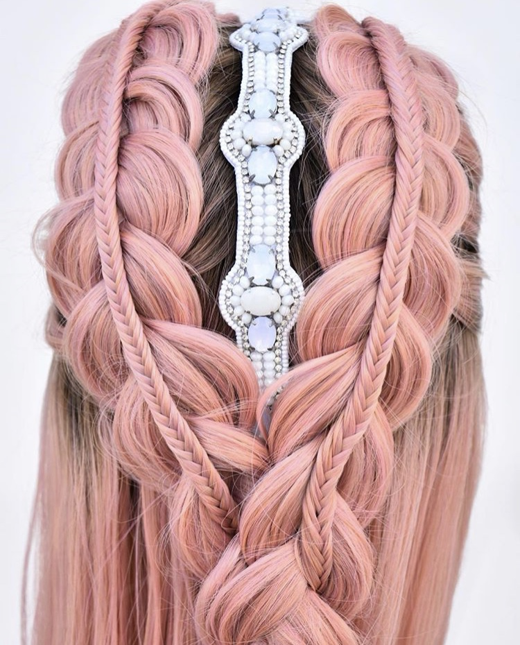 @hairbykatied creates even more magic by adding a Pink Pewter headpiece we sent her through her Hello Salon Pro gift box!