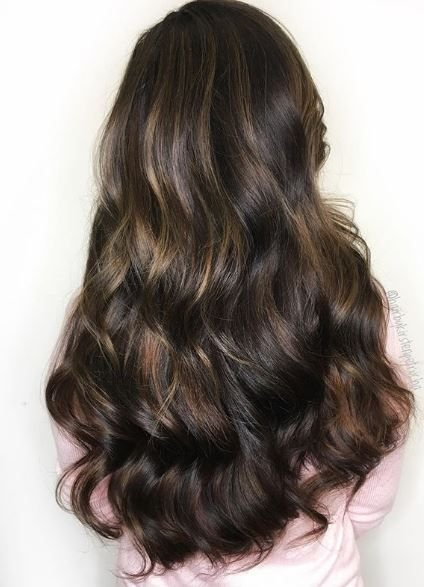 The dimension created throughout this look makes her long locks more interesting and pretty.
