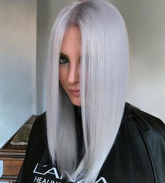 This look by @hai.stylist is serving us ice queen realness.
