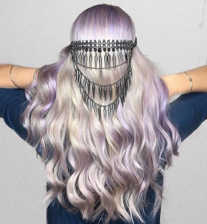@hollydecastri loves #playingwithpurple and we love watching! She created this lucious lavender using Pravana hair color.