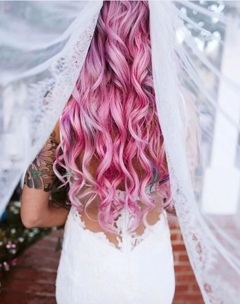 What a fairtyale look! Who says you need something blue for weddings when pink works so well?