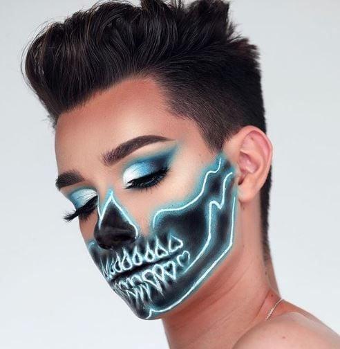 A skeleton look so good, it'selectrifying.