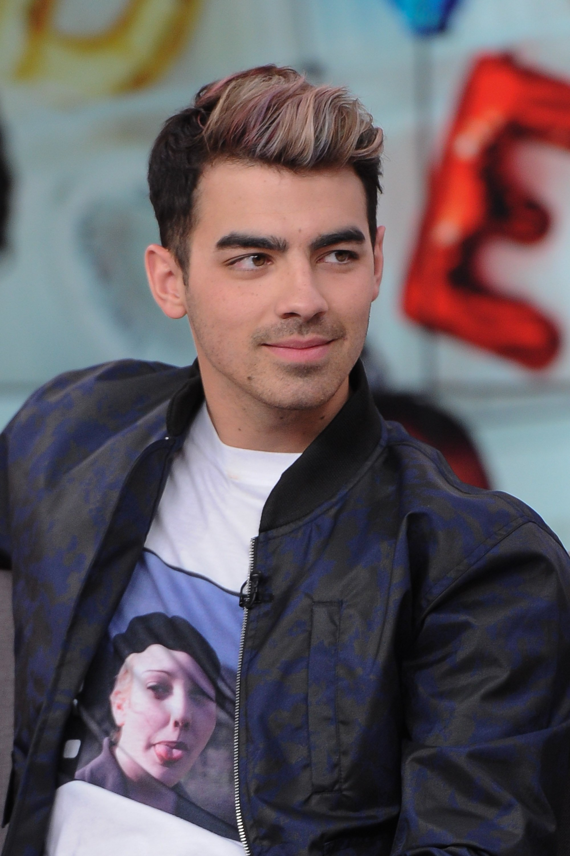 How-to: Joe Jonas' Oil Slick Color
