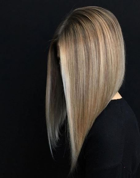 This lob is everything and more. The angled cut and seamless blend with face-framing highlights all come together to create a picturesque final result.
