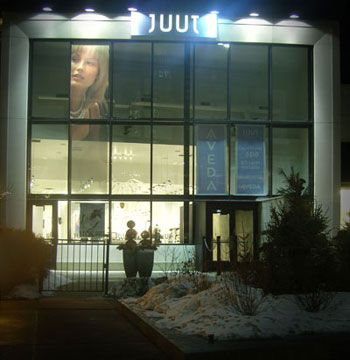 <b>Juut Salonspa</b> <b>Location:</b> Edina, Minnesota <b>Opened:</b> September 17, 2007 <b>Owner:</b> David Wagner <b>Website:</b> www.juut.com <b>Salon style:</b> Urban, sleek <b>Square footage:</b> 7,871 <b>Styling stations:</b> 38 <b>Treatment rooms:</b> 5 <Br><b>Equipment:</b> Takara Belmont, plus custom shampoo beds/bowls <b>Furniture:</b> Etopa, custom <b>Top retail line:</b> Aveda <b>Design:</b> Trellage-Ferrill <b>Architect:</b> Trellage-Ferrill