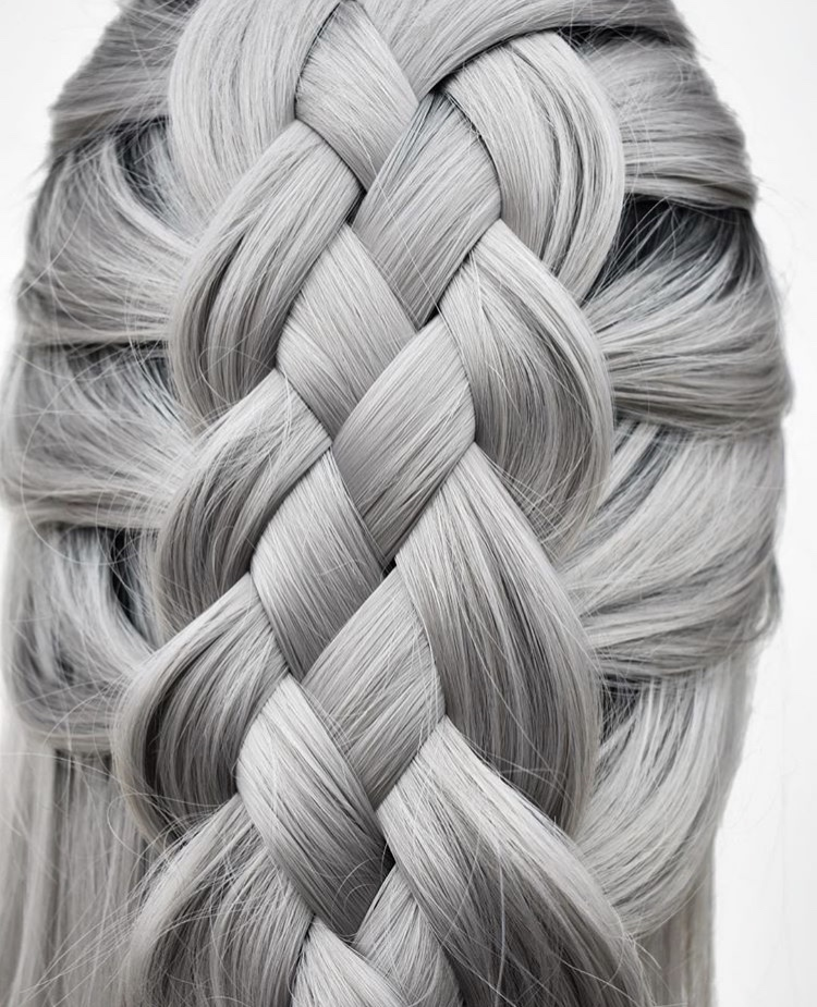 A four-strand stunner by @hairbykatied.