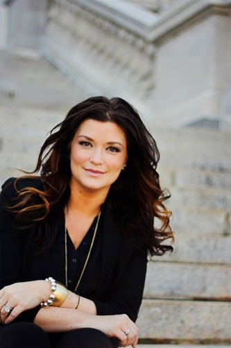 Kelly Ehlers launched Ideas That Evoke in 2009 and has grown the agency into a social media powerhouse in the beauty, lifestyle and luxury brand space, working with clients including Elizabeth Arden and various Procter and Gamble brands.