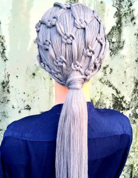How breathtaking is this celtic honeycomb braided pony?