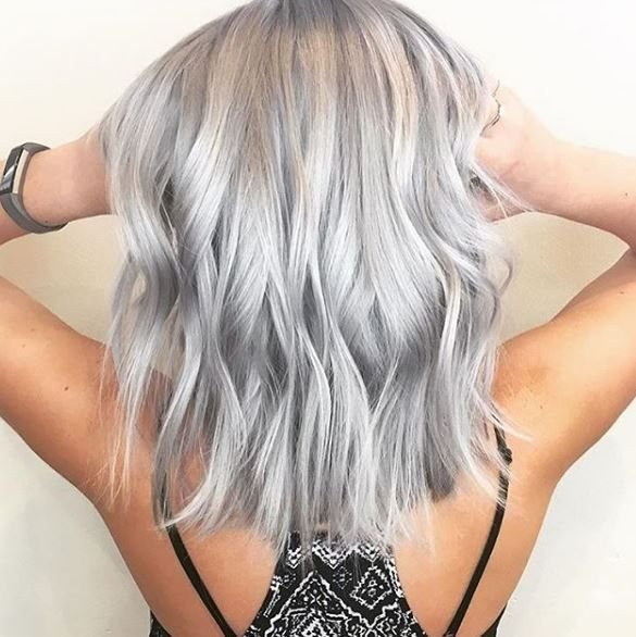 Ice, ice, baby! This shorter style and color by @marci_and_the_mane has us like woah!