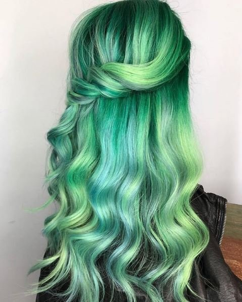 The soft curls highlight the various shades of green perfectly.