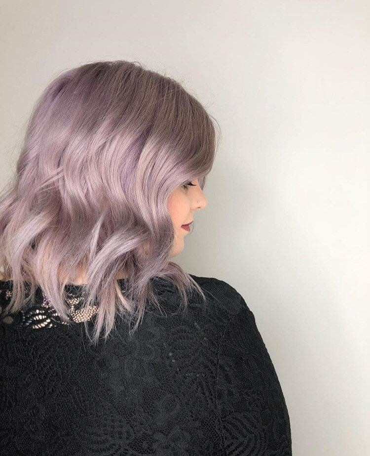 @munozmaureen styled this look for @hairbysydneyphoenix who was torn between a Rose Gold or Lavender look. Once she chose Lavender, @munozmaureen touched up new growth with dual purpose and 20 volume. Then, she applied Lavender to new growth and let it sit for 10 minutes. Finally, she ran Demi through the ends for another five minutes.