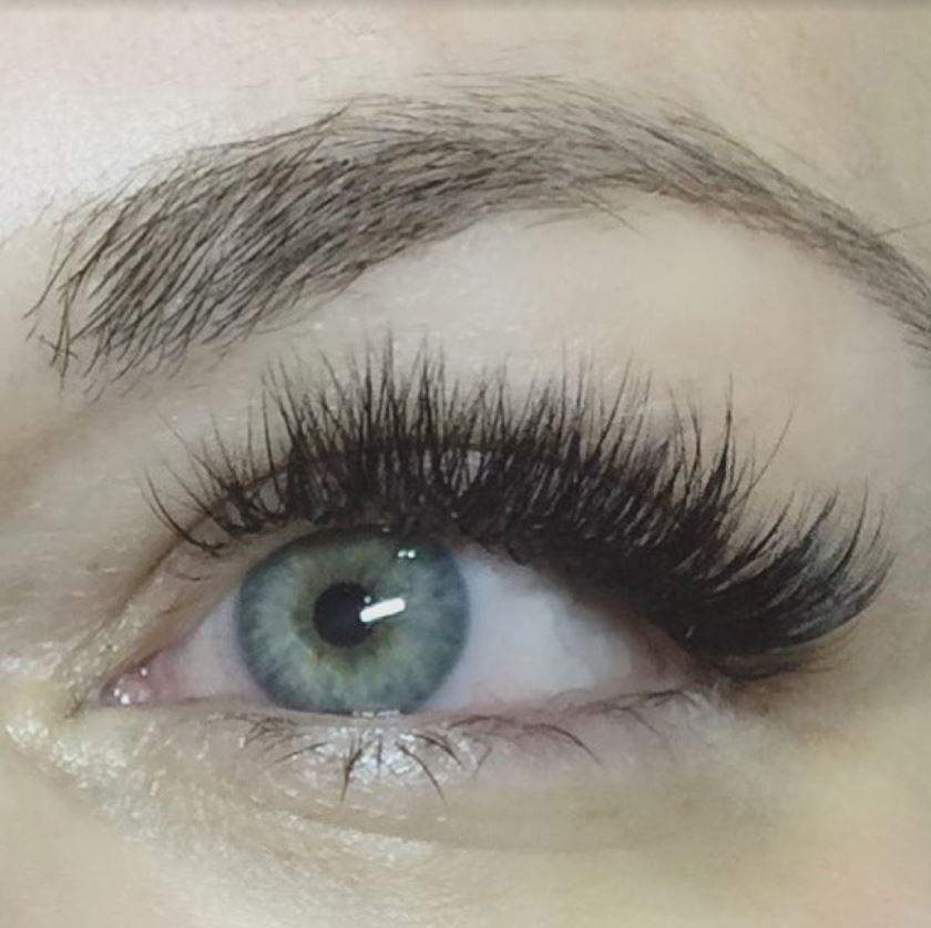 Love at First Sight! 2 Back-to-School Eye Lash Extension Looks You Have to See