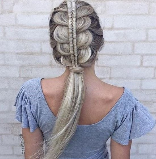 We can't help but fall in love with this stacked French braid from @n.starck.