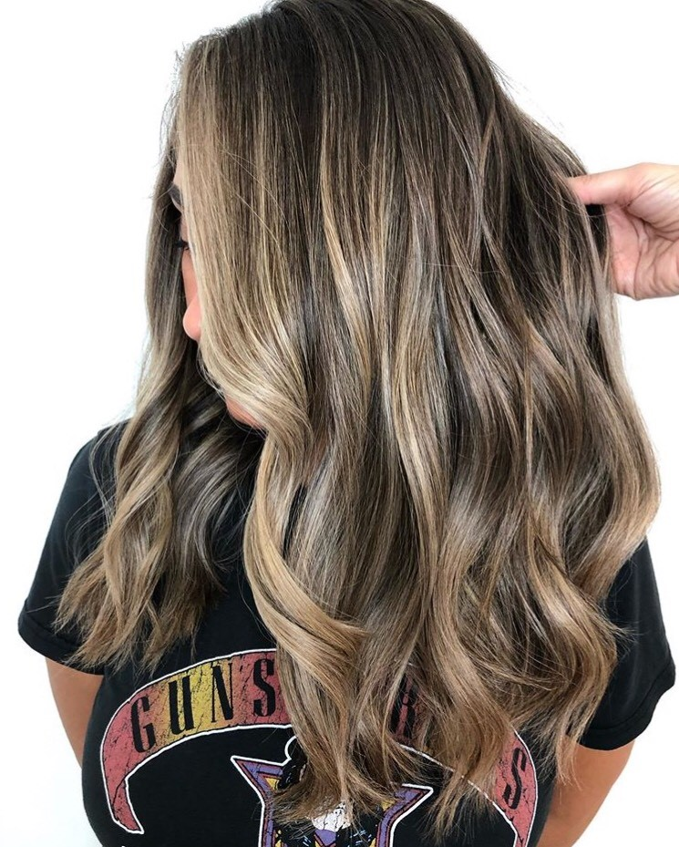 For these teasylights, O'Hare used Schwarzkopf BlondeMe 20 in the back, 25 in the mohoawk and 30 on the sides. She melted with Redken's Shades EQ 4na/6t/5n into 9p/8v/9gi.