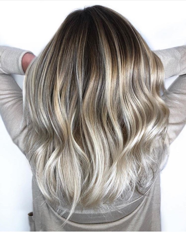 These glossy blonde waves are gorgeous!