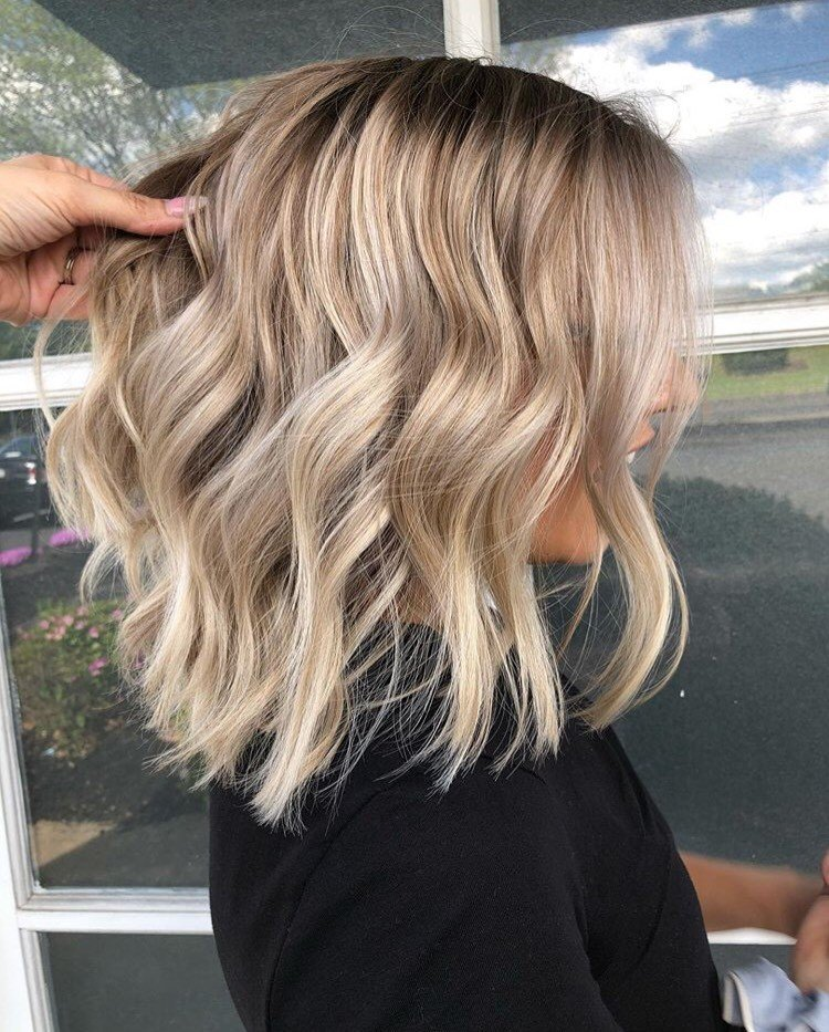 For this look, O'Hare used Redken Flash Lift Bonder Inside 20 vol and melt with Shades EQ Gloss 6na/5n into 9t/9p/9v/crystal clear.