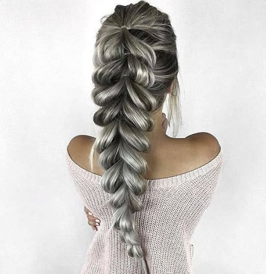 This pull-through braid by @okevaaa defines casual chic.
