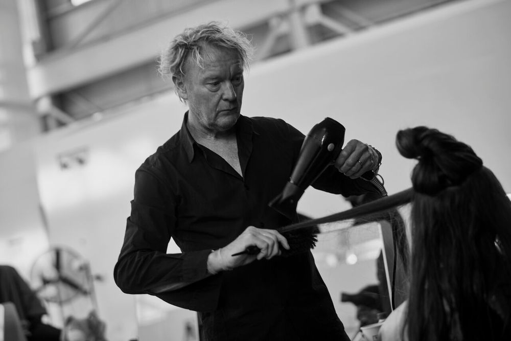 Ronnie Stam presents on stage at the Oribe Atelier.