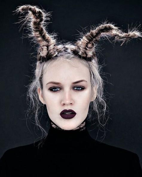 Hair horns by @paulabedohair