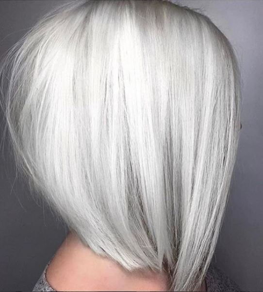 We first were crazy about this look from @presleypoe in April 2017 during one of our contests! This icy finish was created using a combo of @oligopro @schwarzkopfusa and @brazilianbondbuilder.