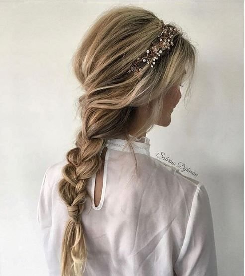 This pretty party hair by @sabrinaadijkman has us looking for our Romeo. (Help us find him?)