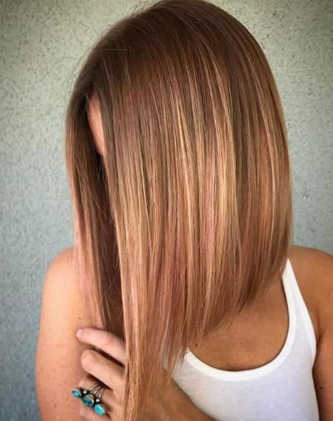 This stunning copper color has us feeling just peachy. The blend of color and cut come together in a professional yet playful final result.