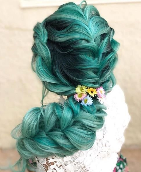 This braid is taken to the next level thanks to the green color work.