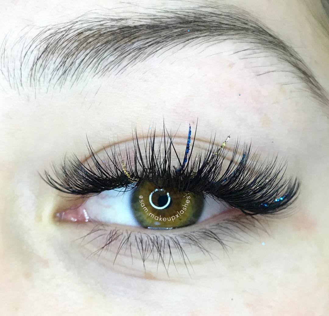 Application by @sam.makeupxlashes @sam.makeupxlashes