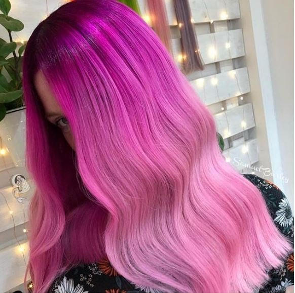 We love how this pink color melt creates a gradient look from top to ends.
