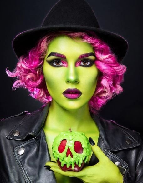 We're green with envy over these makeup skills.