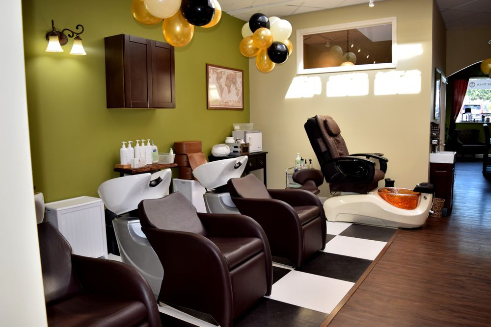 The President's Club Barber Shop offers manicure, pedicures, skin services and waxing in a barbershop environment.