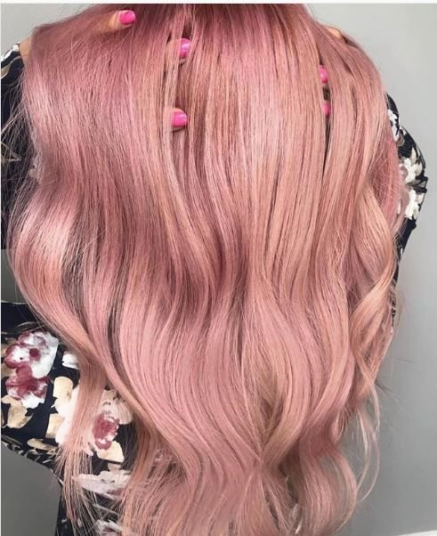 The long, loose curls give this pink color an effortless glam.