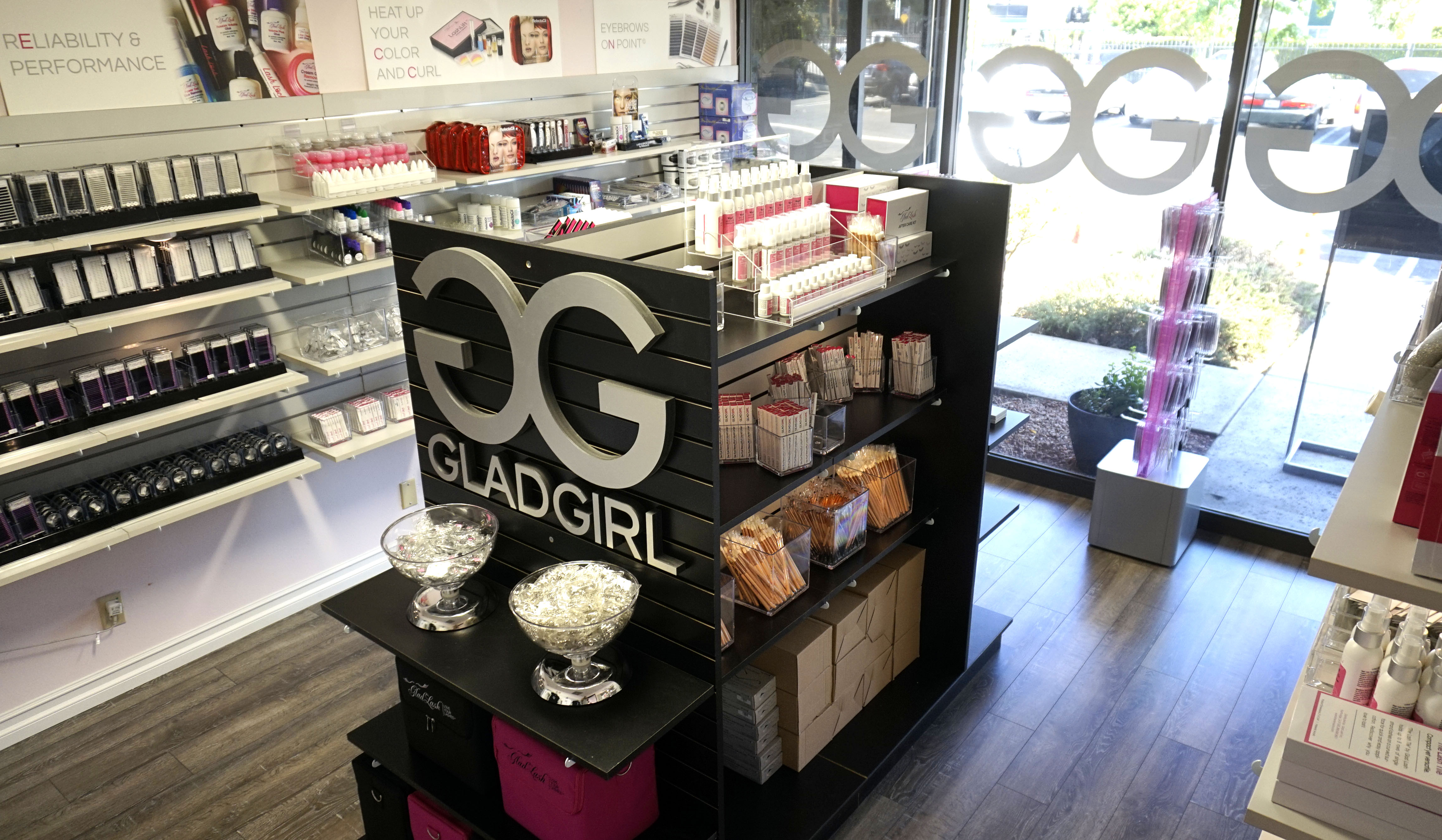 Glad Lash Opens its First-Ever Retail Establishment in Southern California