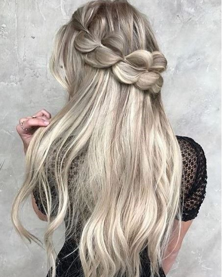 Oh-so-casually obsessed with this once-again pretty pretty hairstyle from @taylor_lamb_hair and @hairby_chrissy.