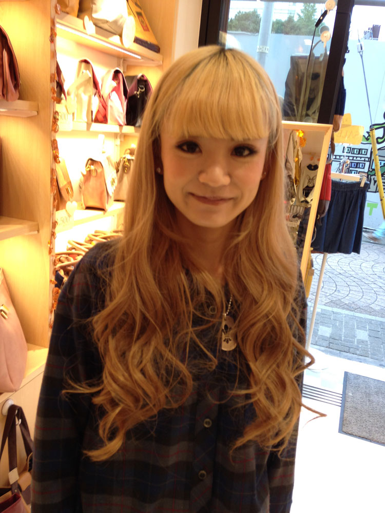 This bleach blonde look is very popular in Harajuku. We saw lots of coppers, blondes and peach coloring.