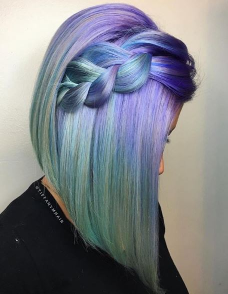 Blue is the standout color in this lob, but the green and purple hues complement it well.