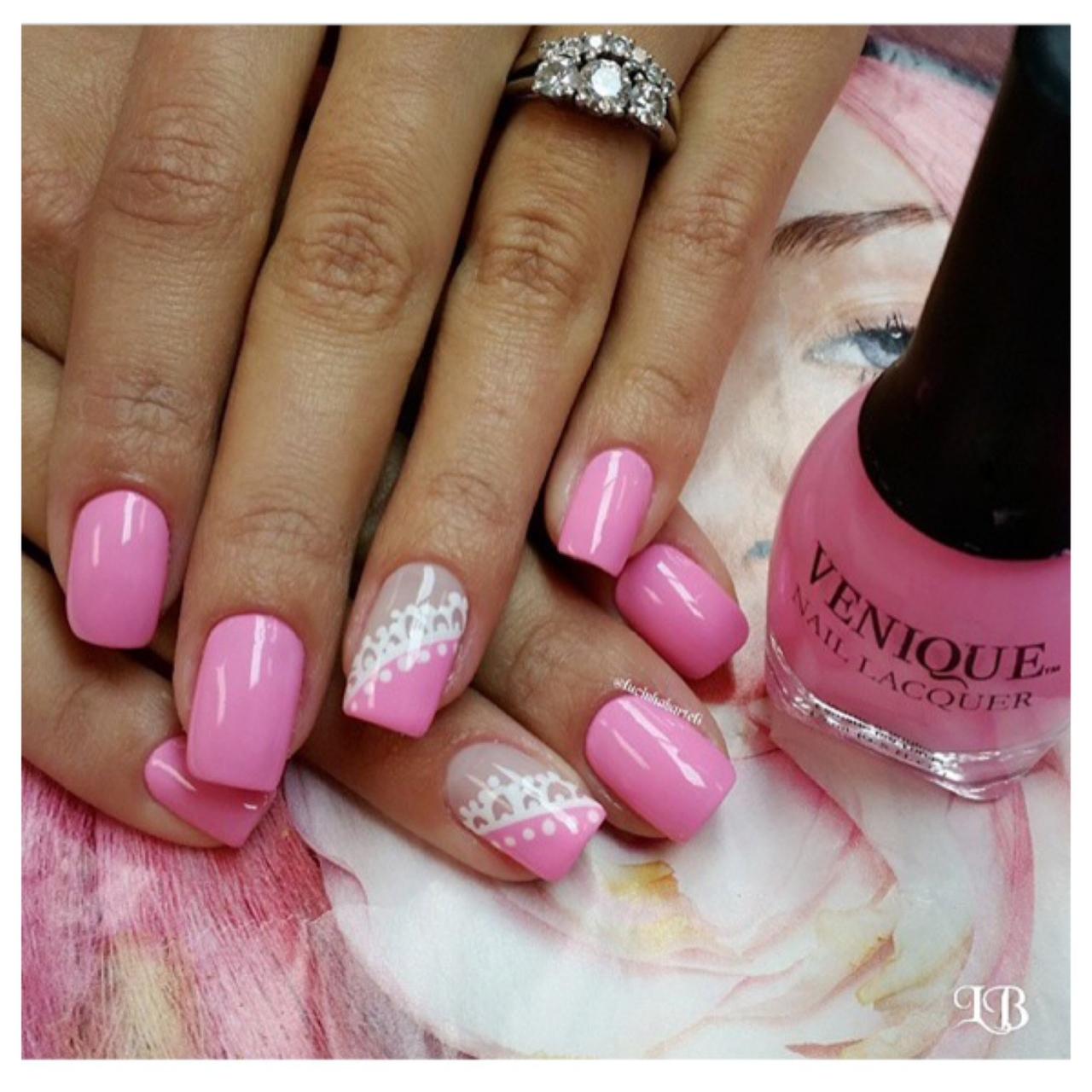Beautiful manicure by @luchinabartelli Found on @VeniqueNails (photo credit: @luchinabartelli via Venique Nails) @luchinabartelli via Venique Nails