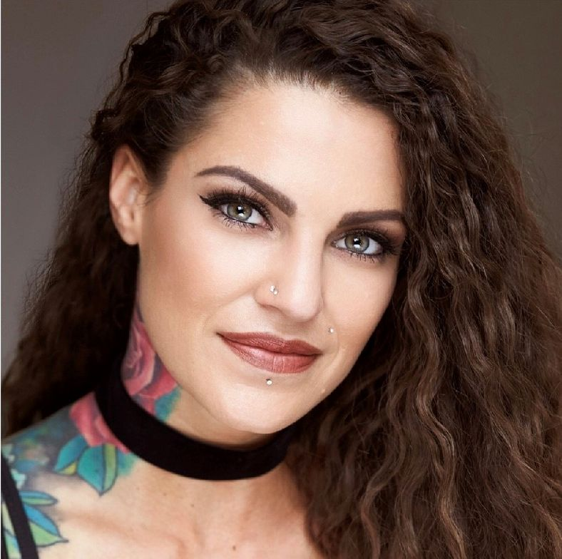 Vicki Casciola, @vickicasciola