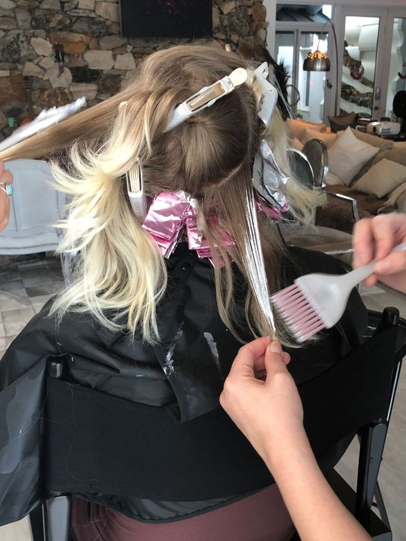 @haileymahonehair and @mckenna_mckenna use the new Ibiza Collection brushes during the color challenge.