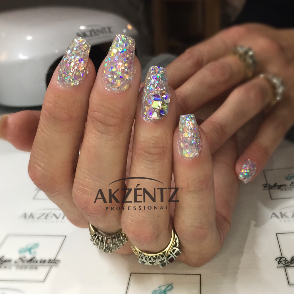 <p>Akzéntz ACE certified educatorRobyn Schwartz created this sparkly nail look.</p>