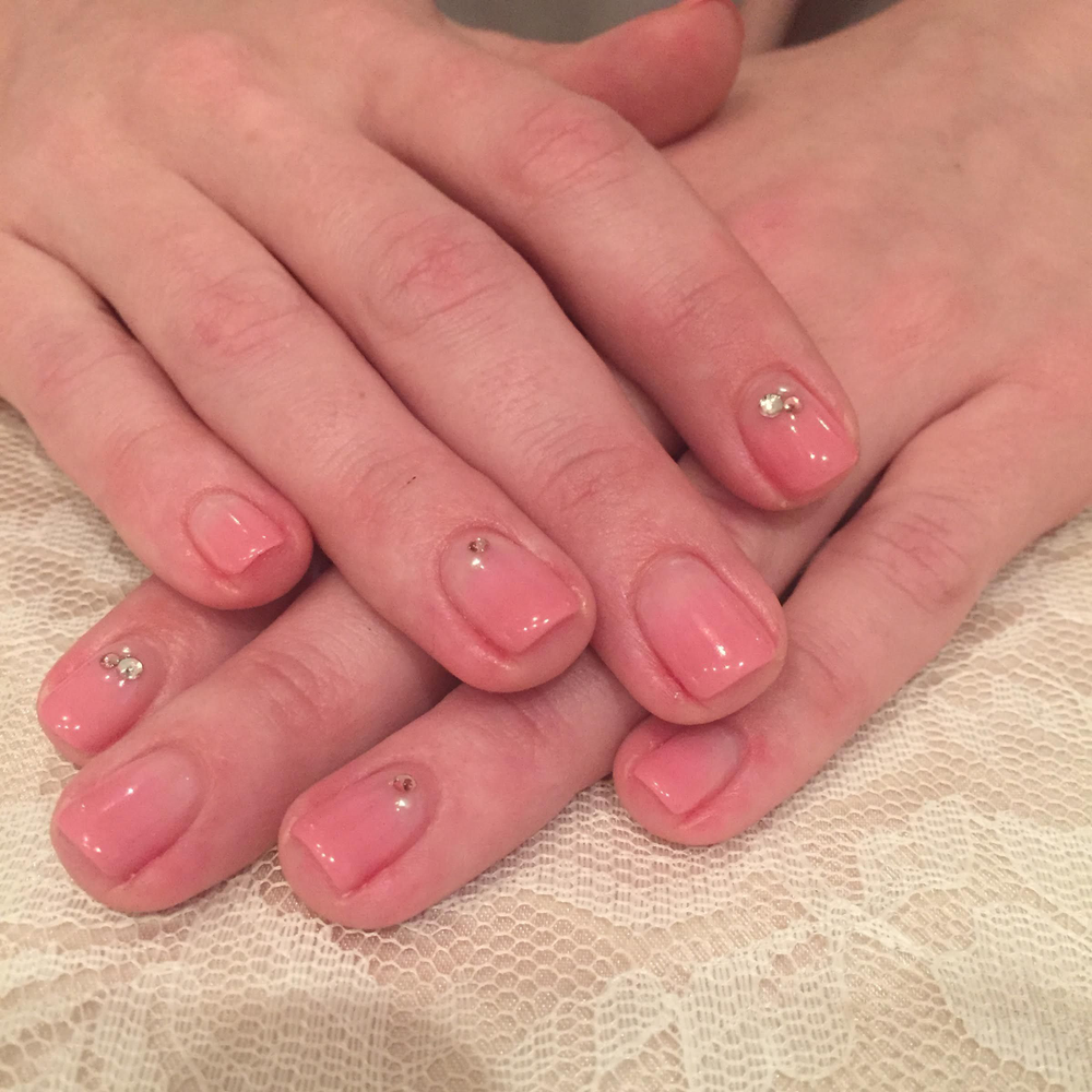 <p>Initially concerned that the stones would fall off her nails, client Lauren Jubelt quickly learned that the gel pod sealant used by Speed Nail techs was extremely effective at keeping embellishments on until her next appointment.</p>