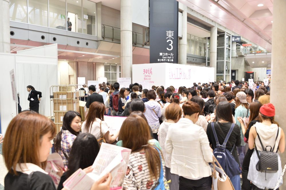 <p>The long lines start in the registration area for the Tokyo Nail Forum.</p>