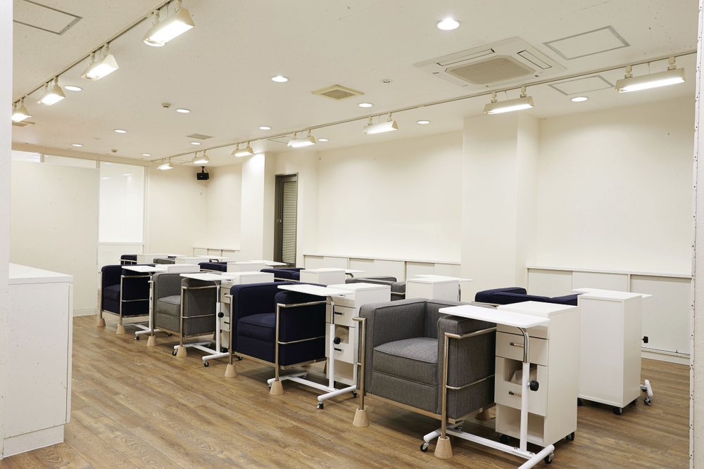 <p>esNAIL prides itself on having the latest nail techniques and on showcasing hospitality to make customers feel comfortable.</p>