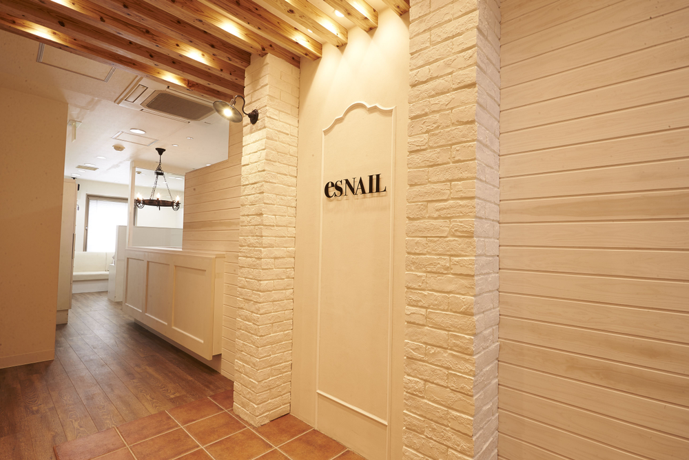 <p>esNAIL has multiple locations throughout Japan and two locations in the United States (both in Southern California).</p>