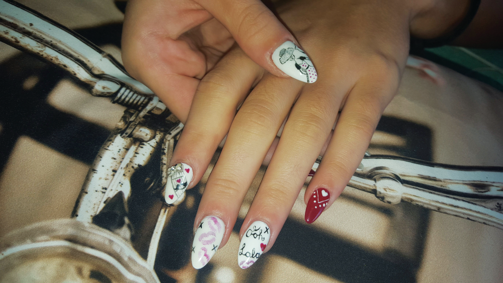 <p>At Nadz Hope Nails in Cape Town, gel sculptures and freehand nail art are specialties.</p>