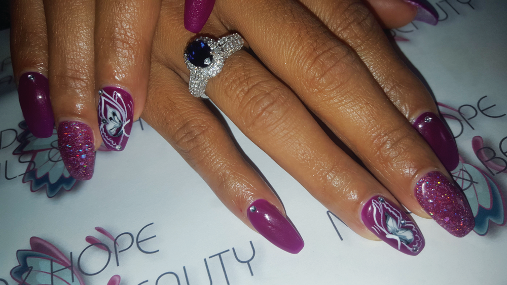 <p>Nadia Erasmus's clients like trying out new nail styles.</p>